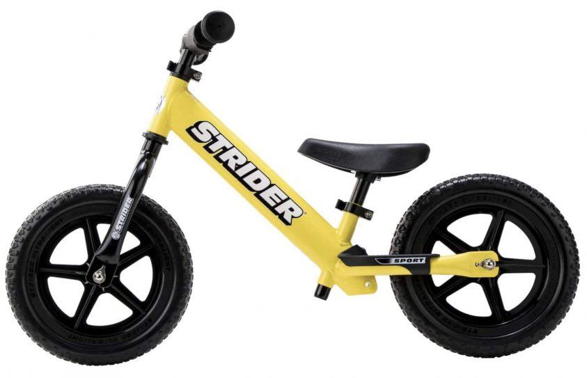 Bicicleta sin pedales para niño Strider Sport de color amarillo